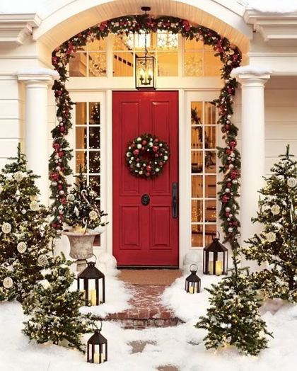 luxury-exterior-home-christmas-decorating-design-ideas-leaf-pine-and-evergreen-leaves-are-green-in-front-of-the-chain-to-decorate-the-house-in-a-white-christmas-and-snow-adds-a-wonderful-christmas-atm
