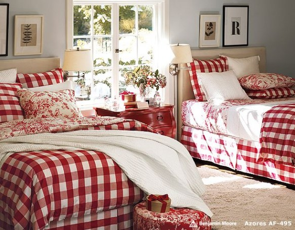 Twin-Bedding-Christmas-Bedroom-Decorating-Ideas