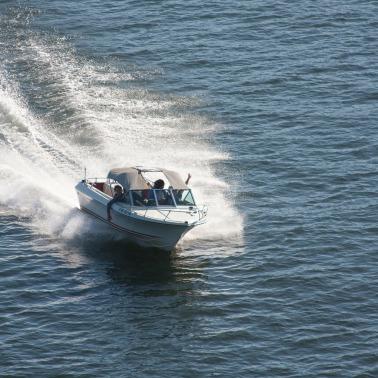 speedboat-271768_1920